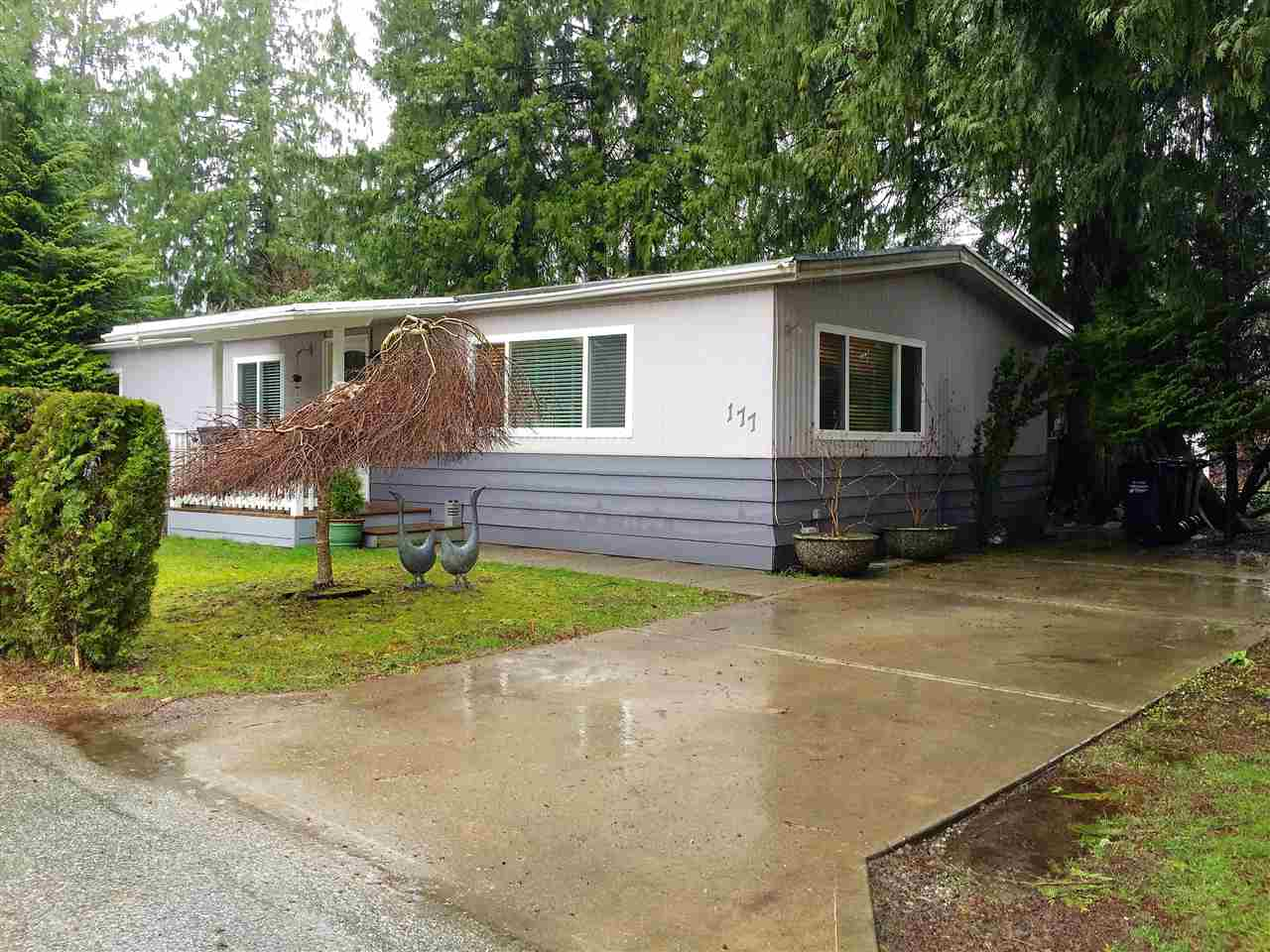 "Main Photo: 177 1830 MAMQUAM Road in Squamish: Garibaldi Estates Manufactured Home for sale in ""TIMBERTOWN"" : MLS®# R2150441"