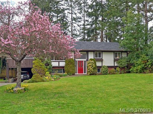Main Photo: 4561 Montford Crescent in VICTORIA: SE Gordon Head Single Family Detached for sale (Saanich East)  : MLS(r) # 376083
