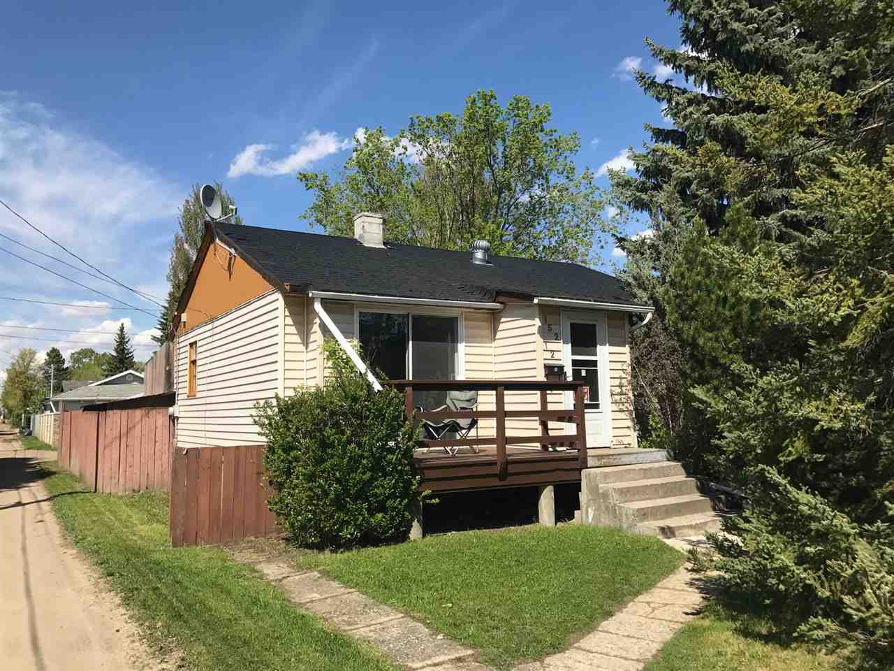 Main Photo: 15212 98 Avenue NW in Edmonton: Zone 22 House for sale : MLS® # E4060259
