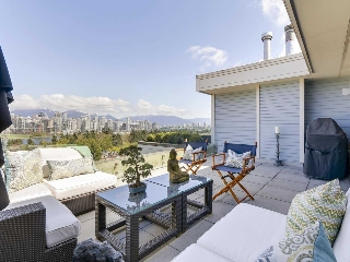 "Main Photo: 301 977 W 8TH Avenue in Vancouver: Fairview VW Condo for sale in ""Eighth Avenue"" (Vancouver West)  : MLS(r) # R2159020"