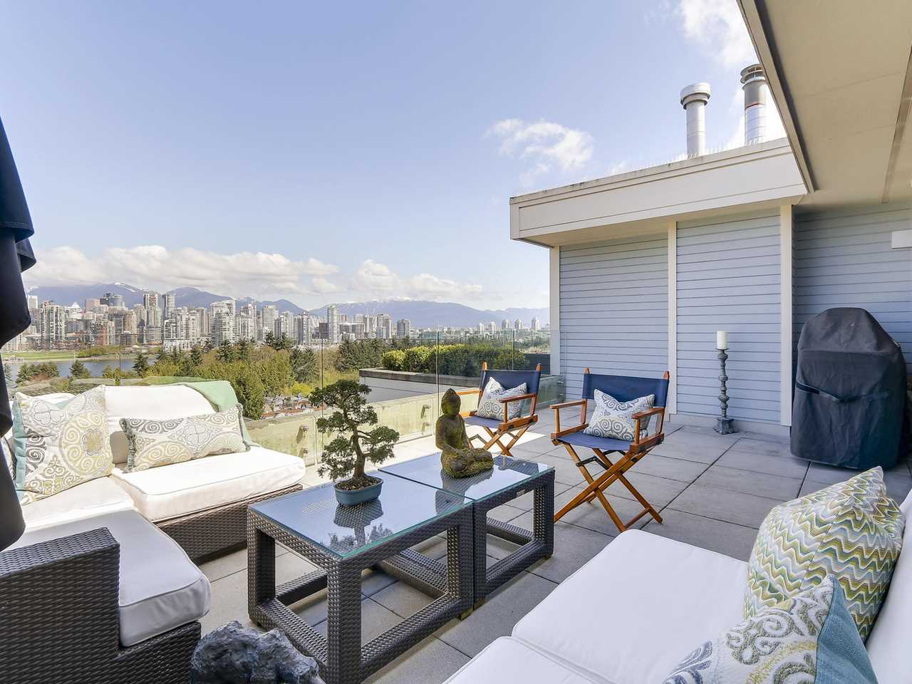 "Main Photo: 301 977 W 8TH Avenue in Vancouver: Fairview VW Condo for sale in ""The Eight Avenue"" (Vancouver West)  : MLS(r) # R2159020"