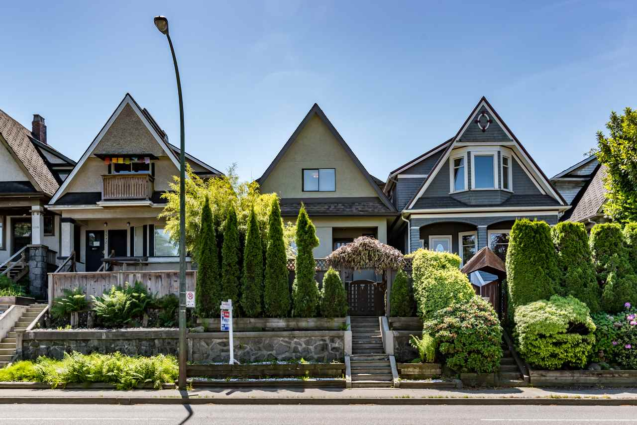 Main Photo: 1550 E 12TH Avenue in Vancouver: Grandview VE House for sale (Vancouver East)  : MLS(r) # R2179428