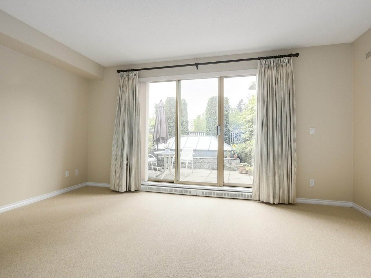 "Photo 13: 201 1765 MARINE Drive in West Vancouver: Ambleside Condo for sale in ""Hampton Court"" : MLS(r) # R2179503"