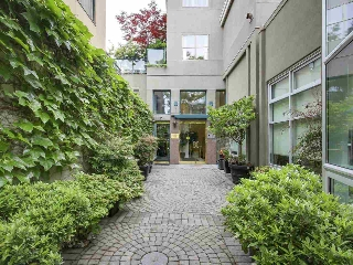 "Main Photo: 201 1765 MARINE Drive in West Vancouver: Ambleside Condo for sale in ""Hampton Court"" : MLS(r) # R2179503"