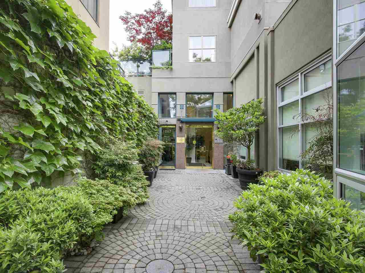 "Photo 1: 201 1765 MARINE Drive in West Vancouver: Ambleside Condo for sale in ""Hampton Court"" : MLS(r) # R2179503"