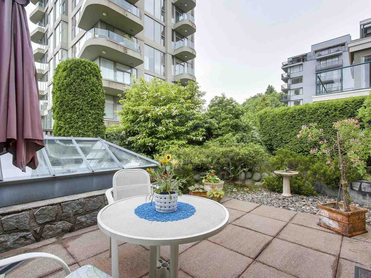 "Photo 15: 201 1765 MARINE Drive in West Vancouver: Ambleside Condo for sale in ""Hampton Court"" : MLS(r) # R2179503"