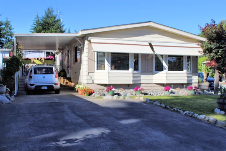 "Main Photo: 105 8560 156 Street in Surrey: Fleetwood Tynehead Manufactured Home for sale in ""WEST VILLA"" : MLS(r) # R2182550"
