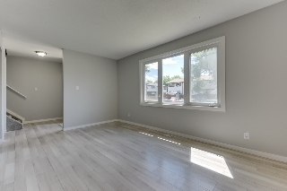 Main Photo:  in Edmonton: Zone 02 Townhouse for sale : MLS® # E4071673