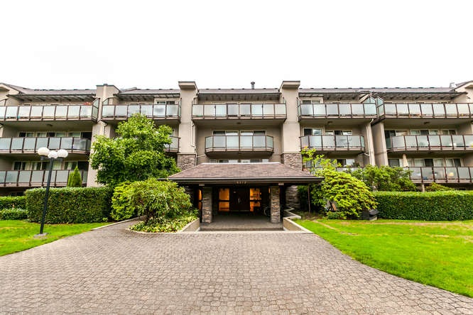 "Main Photo: 408 4373 HALIFAX Street in Burnaby: Brentwood Park Condo for sale in ""BRENT GARDENS"" (Burnaby North)  : MLS® # R2203706"
