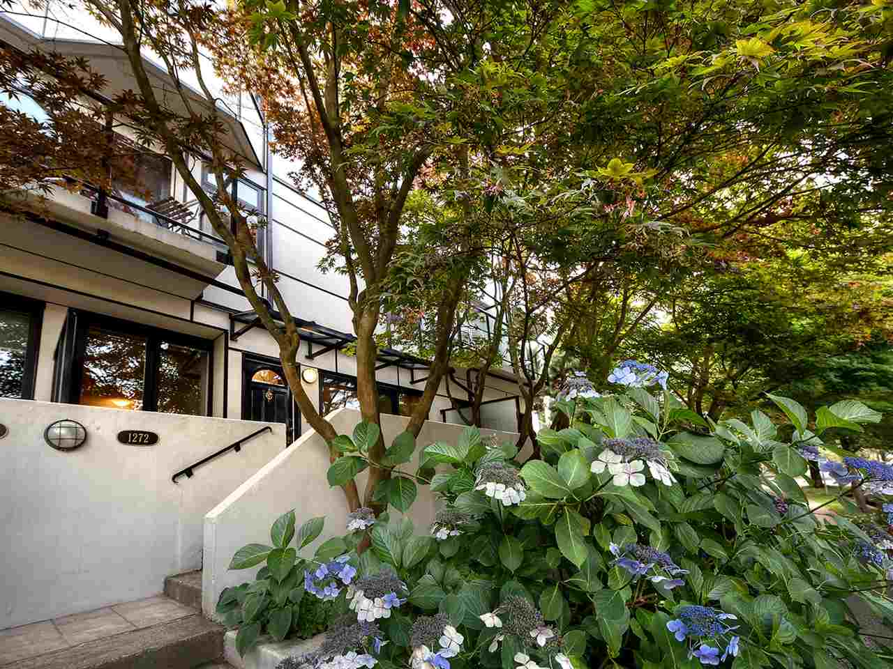 "Photo 14: 1272 W 7TH Avenue in Vancouver: Fairview VW Townhouse for sale in ""Seventh Heaven"" (Vancouver West)  : MLS® # R2204233"
