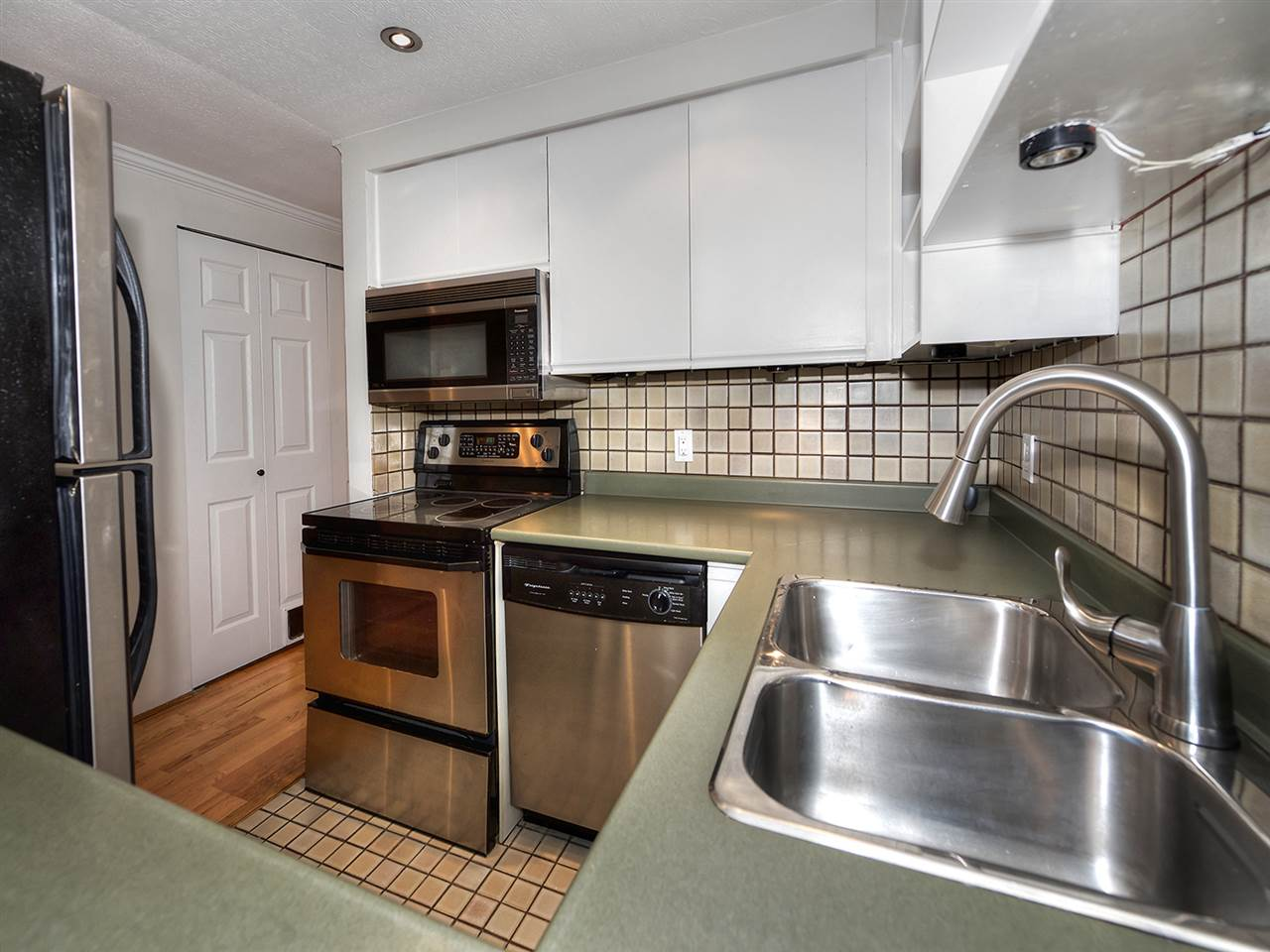 "Photo 3: 1272 W 7TH Avenue in Vancouver: Fairview VW Townhouse for sale in ""Seventh Heaven"" (Vancouver West)  : MLS® # R2204233"