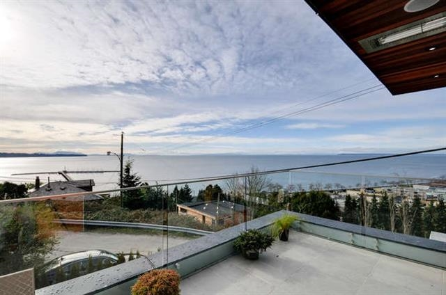 Photo 12: 1136 MARTIN Street: White Rock House for sale (South Surrey White Rock)  : MLS® # R2205493