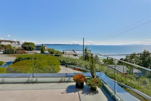Photo 14: 1136 MARTIN Street: White Rock House for sale (South Surrey White Rock)  : MLS® # R2205493
