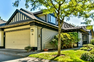 "Main Photo: 14 17917 68 Avenue in Surrey: Cloverdale BC Townhouse for sale in ""Weybridge Lane"" (Cloverdale)  : MLS® # R2206095"
