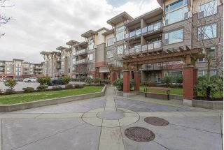 "Main Photo: 304 33539 HOLLAND Avenue in Abbotsford: Central Abbotsford Condo for sale in ""The Crossing"" : MLS® # R2226515"