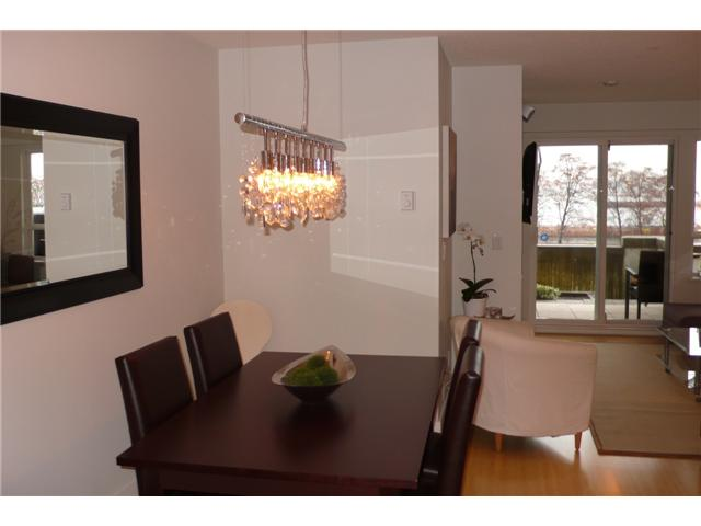 Photo 4: 113 365 E 1ST Street in North Vancouver: Lower Lonsdale Condo for sale : MLS® # V937776