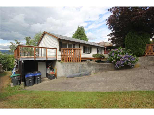 Photo 3: 14055 116TH Avenue in Surrey: Bolivar Heights House for sale (North Surrey)  : MLS® # F1449144