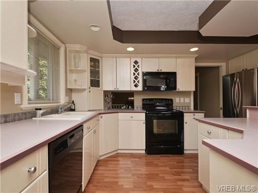 Photo 9: 1629 Kisber Avenue in VICTORIA: SE Mt Tolmie Single Family Detached for sale (Saanich East)  : MLS(r) # 355505