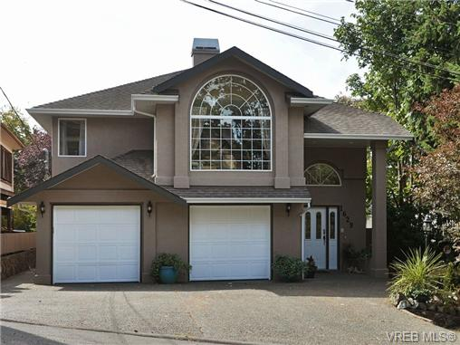 Main Photo: 1629 Kisber Avenue in VICTORIA: SE Mt Tolmie Single Family Detached for sale (Saanich East)  : MLS(r) # 355505
