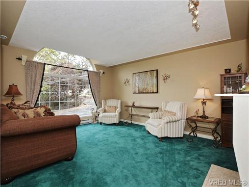 Photo 2: 1629 Kisber Avenue in VICTORIA: SE Mt Tolmie Single Family Detached for sale (Saanich East)  : MLS(r) # 355505