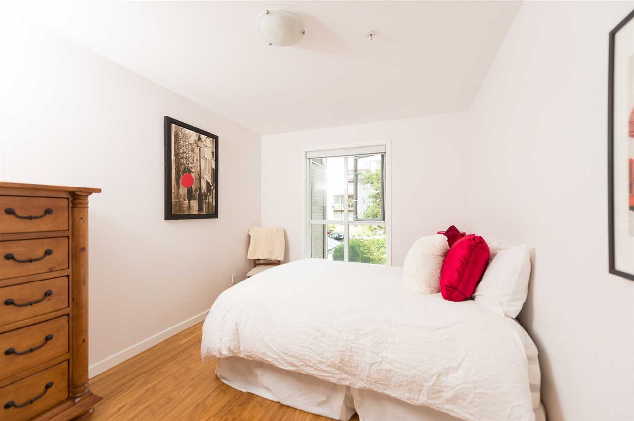 "Photo 10: 214 155 E 3RD Street in North Vancouver: Lower Lonsdale Condo for sale in ""The Solano"" : MLS® # R2077996"