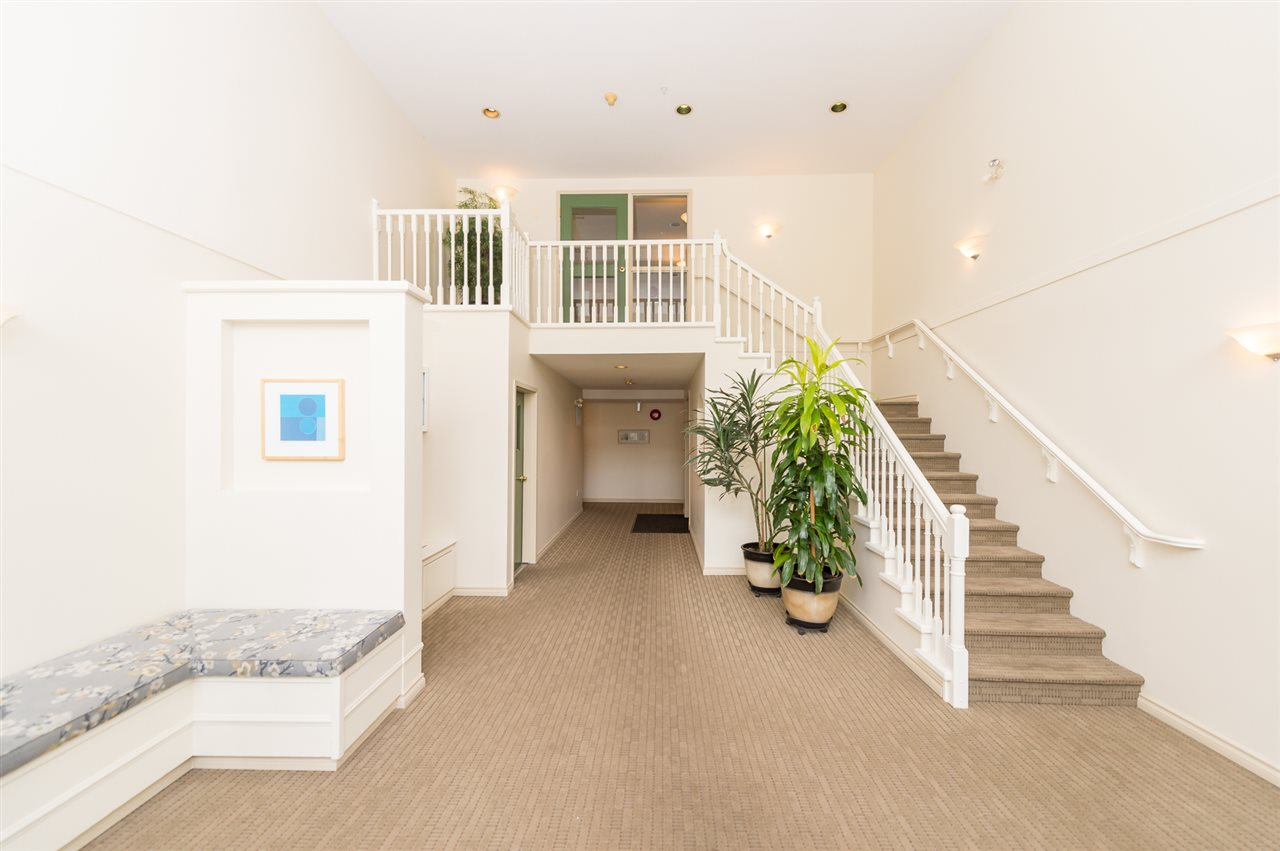"Photo 3: 214 155 E 3RD Street in North Vancouver: Lower Lonsdale Condo for sale in ""The Solano"" : MLS® # R2077996"