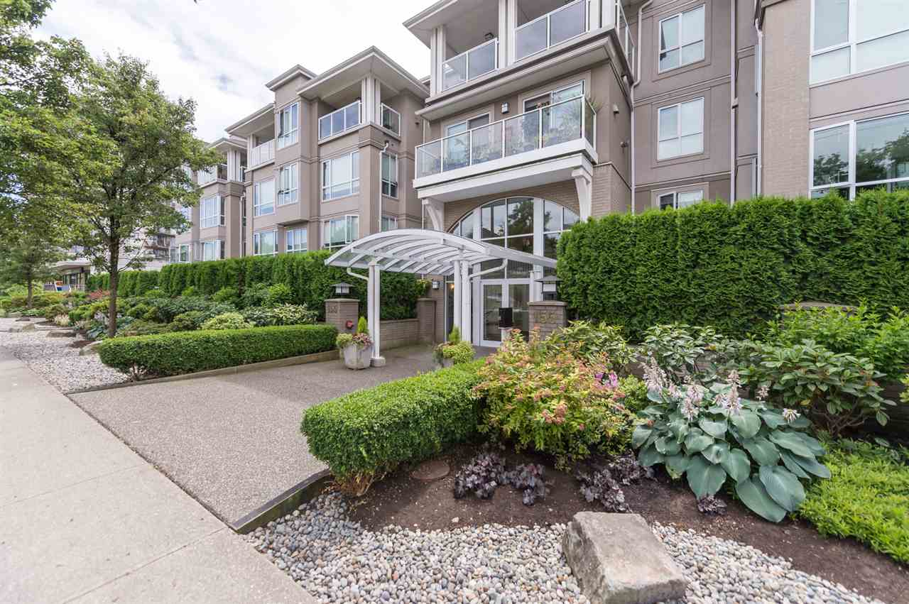 "Main Photo: 214 155 E 3RD Street in North Vancouver: Lower Lonsdale Condo for sale in ""The Solano"" : MLS® # R2077996"