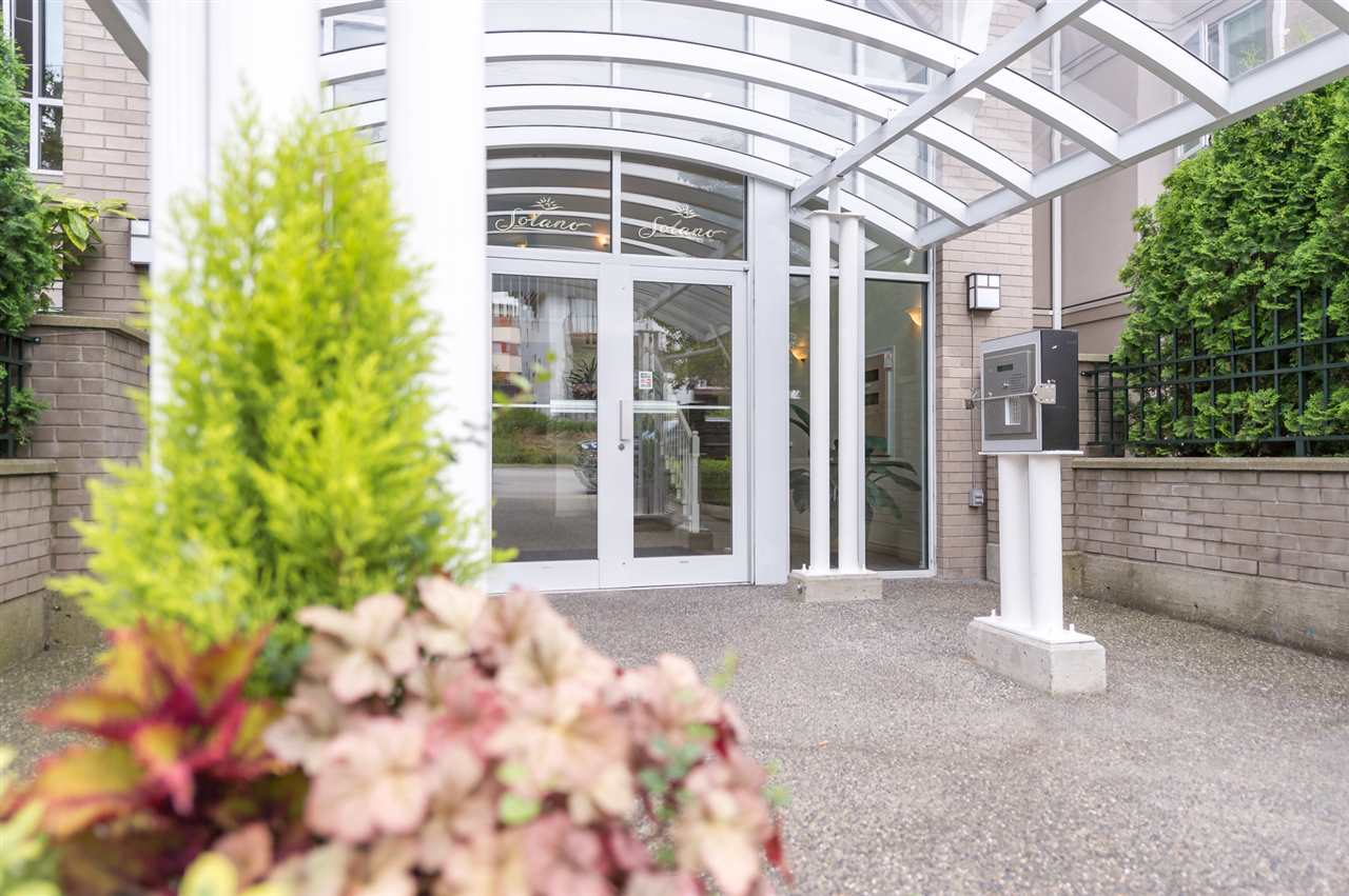 "Photo 2: 214 155 E 3RD Street in North Vancouver: Lower Lonsdale Condo for sale in ""The Solano"" : MLS(r) # R2077996"