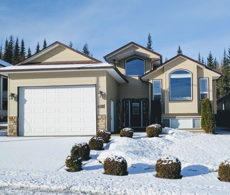 "Main Photo: 7651 GRAYSHELL Road in Prince George: St. Lawrence Heights House for sale in ""ST LAWRENCE HEIGHTS"" (PG City South (Zone 74))  : MLS(r) # R2136978"