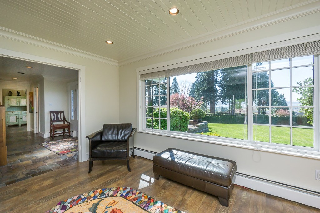 Photo 12: 12807 SOUTHRIDGE Drive in Surrey: Panorama Ridge House for sale : MLS(r) # R2138165
