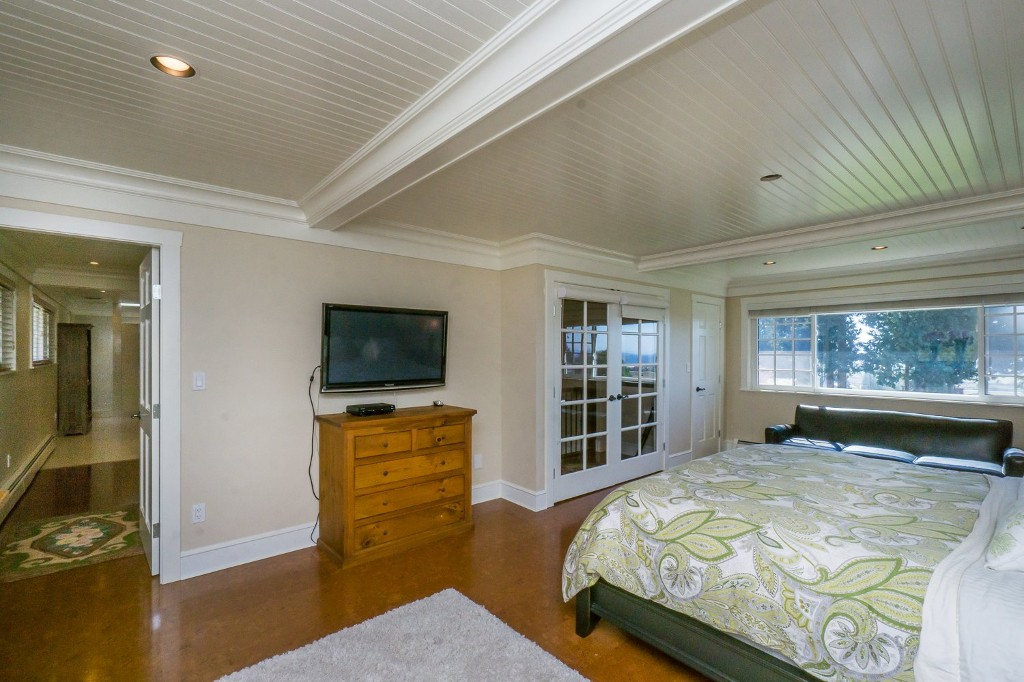 Photo 39: 12807 SOUTHRIDGE Drive in Surrey: Panorama Ridge House for sale : MLS(r) # R2138165