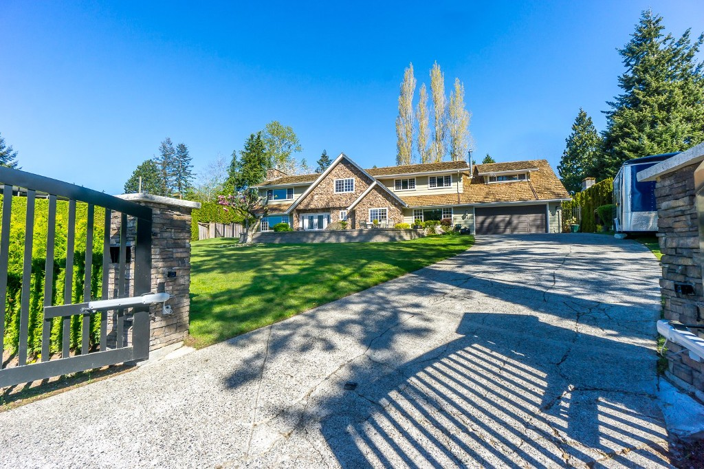Main Photo: 12807 SOUTHRIDGE Drive in Surrey: Panorama Ridge House for sale : MLS(r) # R2138165