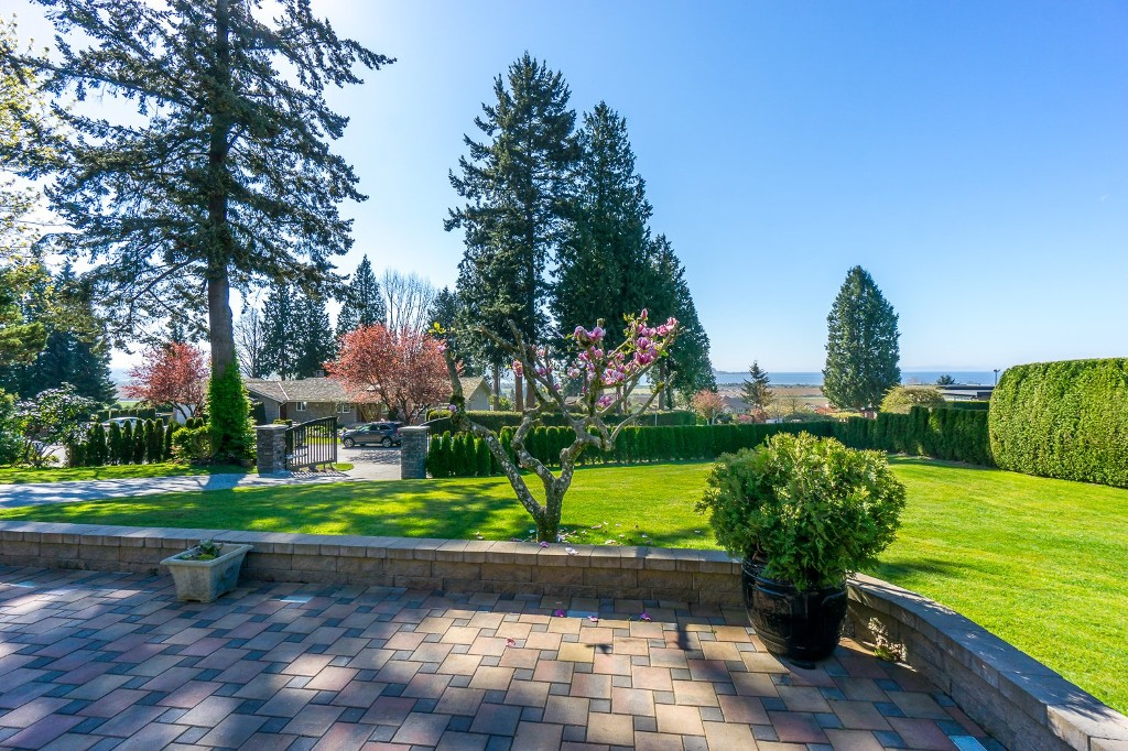 Photo 5: 12807 SOUTHRIDGE Drive in Surrey: Panorama Ridge House for sale : MLS(r) # R2138165