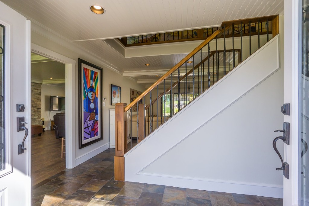 Photo 9: 12807 SOUTHRIDGE Drive in Surrey: Panorama Ridge House for sale : MLS(r) # R2138165