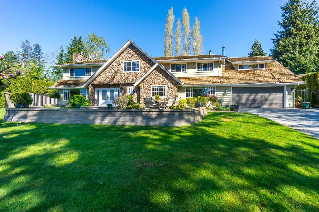 Photo 2: 12807 SOUTHRIDGE Drive in Surrey: Panorama Ridge House for sale : MLS(r) # R2138165
