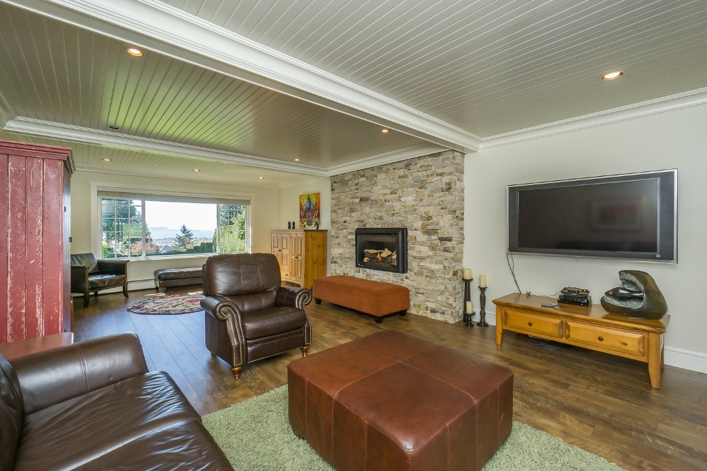 Photo 15: 12807 SOUTHRIDGE Drive in Surrey: Panorama Ridge House for sale : MLS(r) # R2138165
