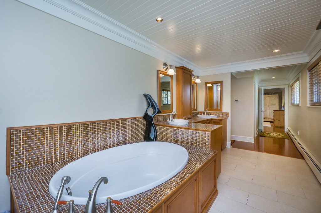 Photo 40: 12807 SOUTHRIDGE Drive in Surrey: Panorama Ridge House for sale : MLS(r) # R2138165