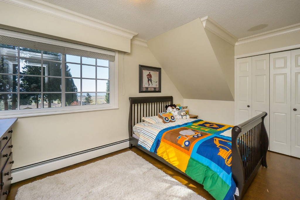 Photo 32: 12807 SOUTHRIDGE Drive in Surrey: Panorama Ridge House for sale : MLS(r) # R2138165