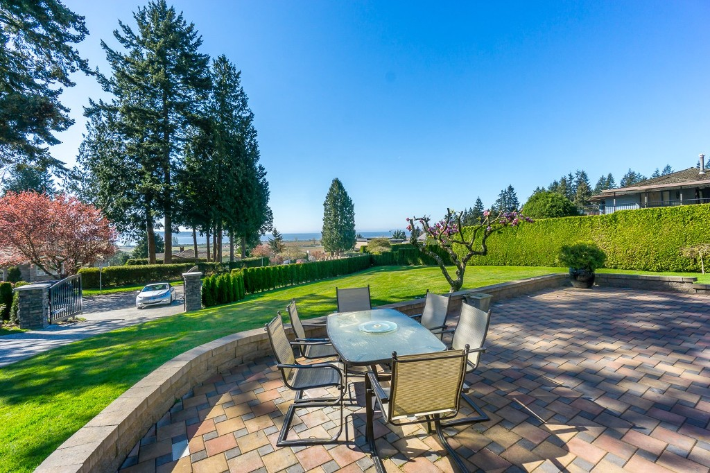 Photo 6: 12807 SOUTHRIDGE Drive in Surrey: Panorama Ridge House for sale : MLS(r) # R2138165