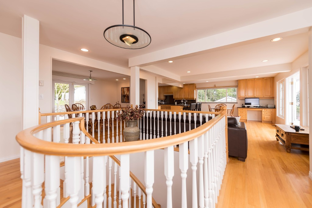 Photo 10: 380 VENTURA Crescent in North Vancouver: Upper Delbrook House for sale : MLS(r) # R2166163