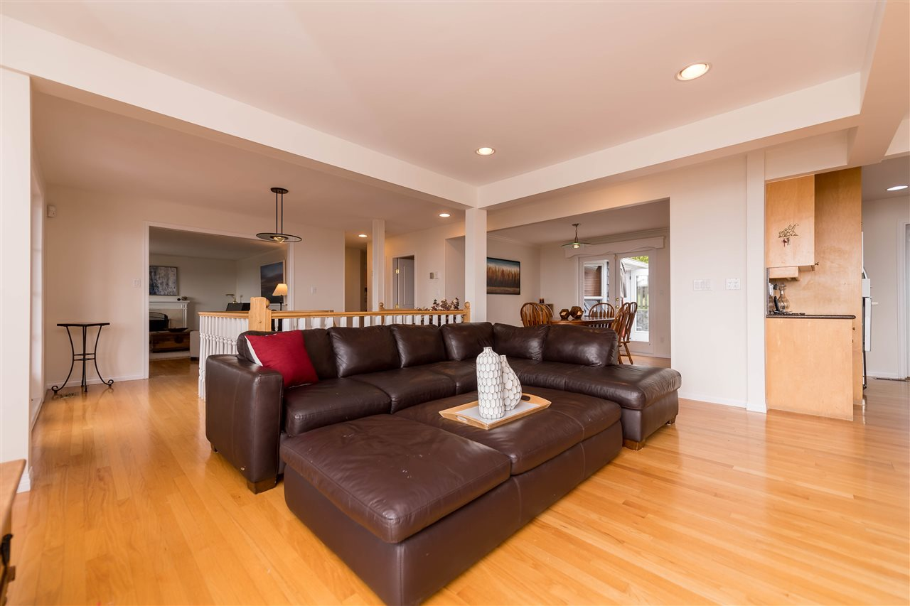 Photo 7: 380 VENTURA Crescent in North Vancouver: Upper Delbrook House for sale : MLS(r) # R2166163