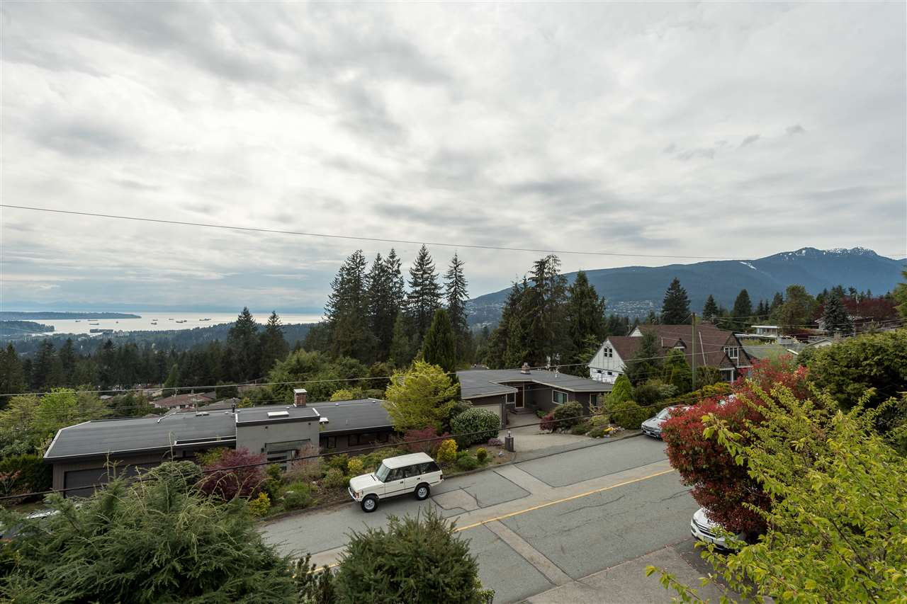 Photo 32: 380 VENTURA Crescent in North Vancouver: Upper Delbrook House for sale : MLS(r) # R2166163