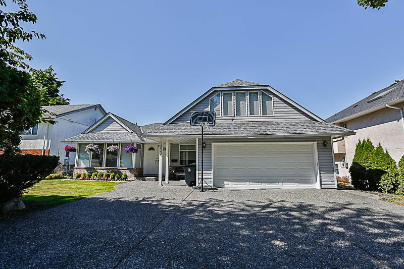 "Main Photo: 13523 60 Avenue in Surrey: Panorama Ridge House for sale in ""Panorama Ridge"" : MLS(r) # R2189315"