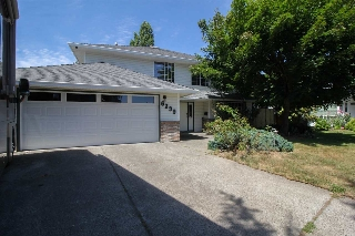 Main Photo: 6339 171ST Street in Surrey: Cloverdale BC House for sale (Cloverdale)  : MLS(r) # R2189716