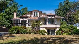 Main Photo: 2800 Austin Avenue in VICTORIA: SW Gorge Single Family Detached for sale (Saanich West)  : MLS(r) # 381326