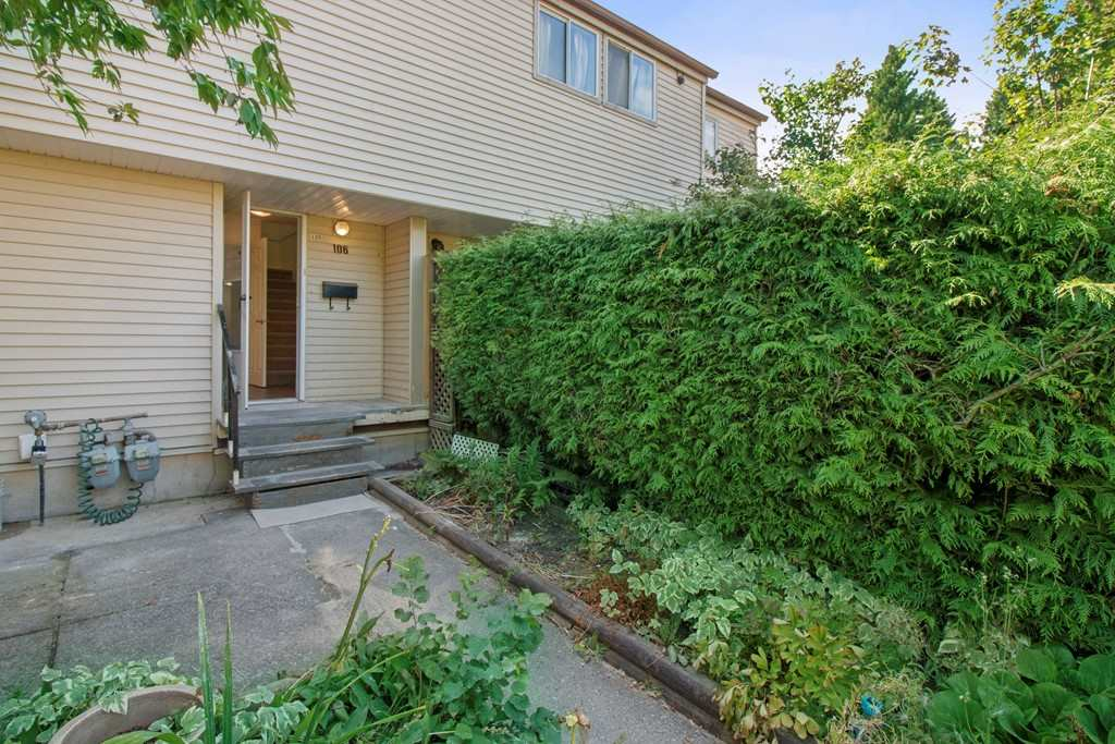 Main Photo: 106 3449 E 49TH Avenue in Vancouver: Killarney VE Townhouse for sale (Vancouver East)  : MLS® # R2197104