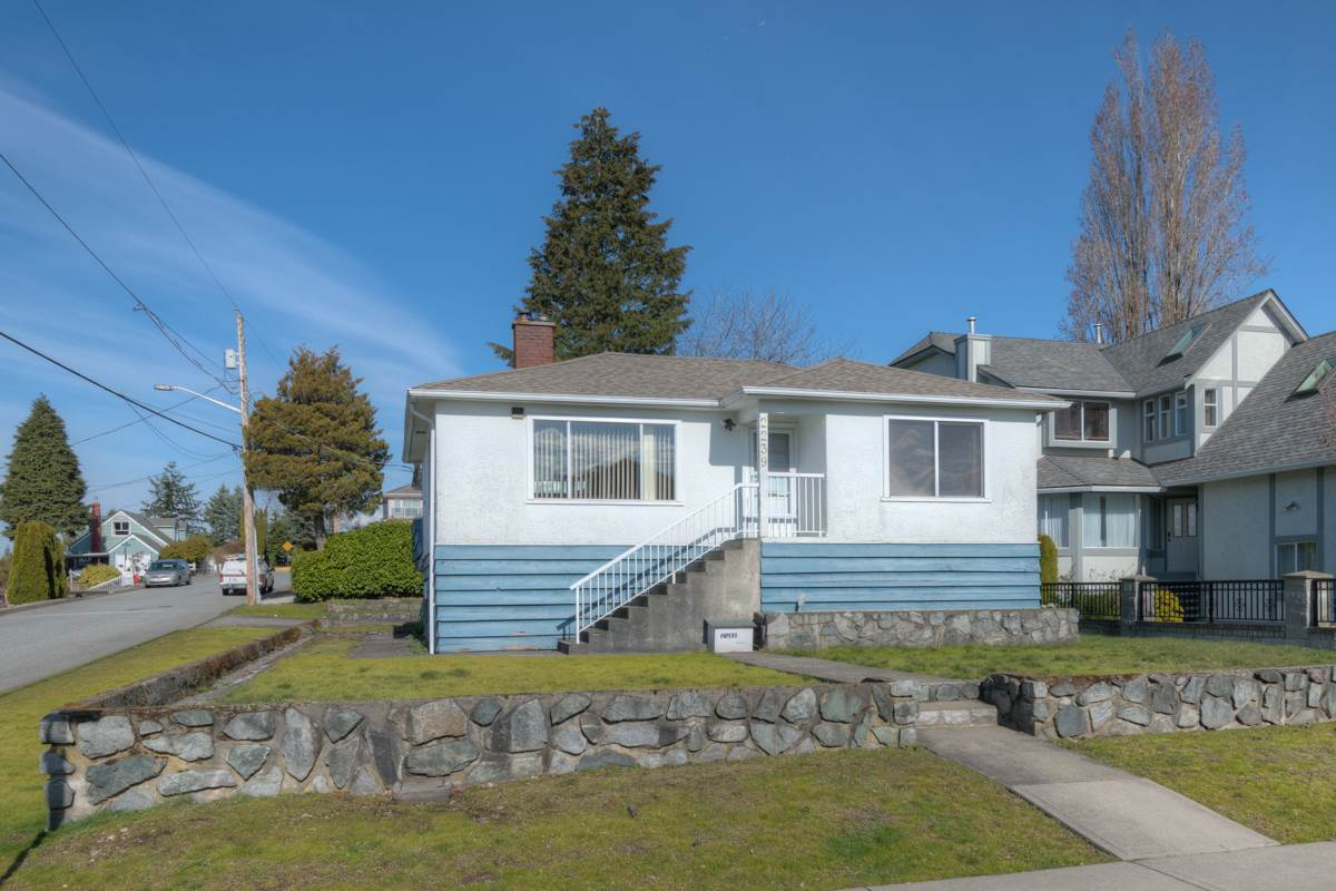 "Main Photo: 2239 LONDON Street in New Westminster: Connaught Heights House for sale in ""Connaught Heights"" : MLS®# R2248885"