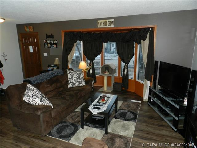 Photo 5: 5223 Lawton Avenue in Blackfalds: BS Downtown Residential for sale : MLS® # CA0034007