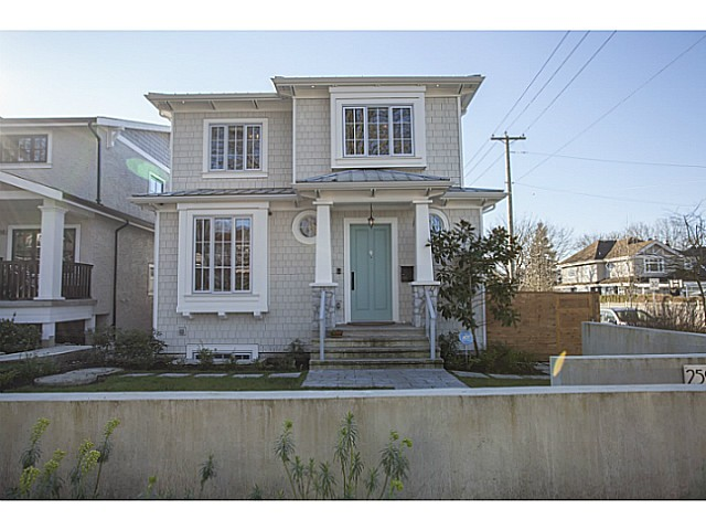 Main Photo: 2596 W 14TH Avenue in Vancouver: Kitsilano House for sale (Vancouver West)  : MLS® # V1106392