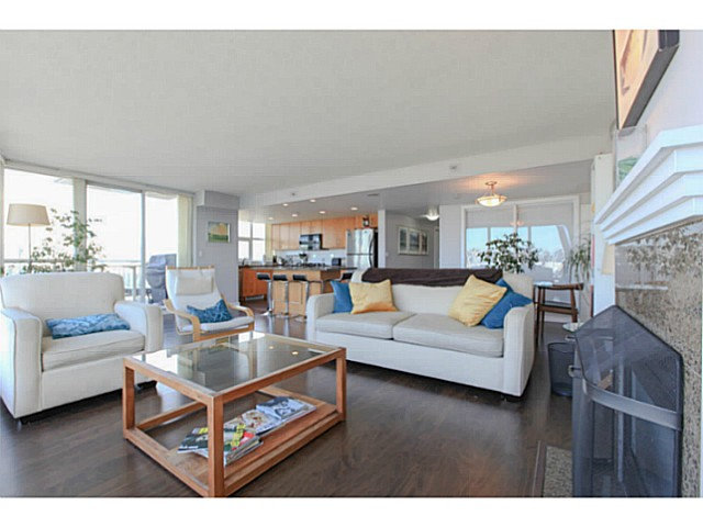 "Photo 4: 2206 120 MILROSS Avenue in Vancouver: Mount Pleasant VE Condo for sale in ""THE BRIGHTON"" (Vancouver East)  : MLS® # V1108623"